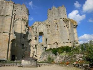 Les vestiges du Château de Bourbon l'Archambault